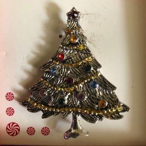 Holiday Christmas tree 🎄 pin